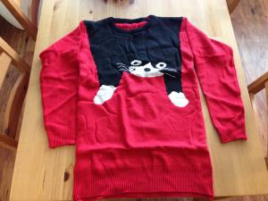 Námi objednaný svetr vybalený z balíčku
